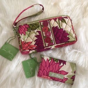 NWT Vera Bradley Wristlet w Matching Card Holder